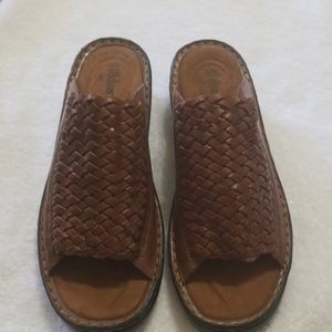 Cobbie cuddlers woven leather slip on sandals 8w